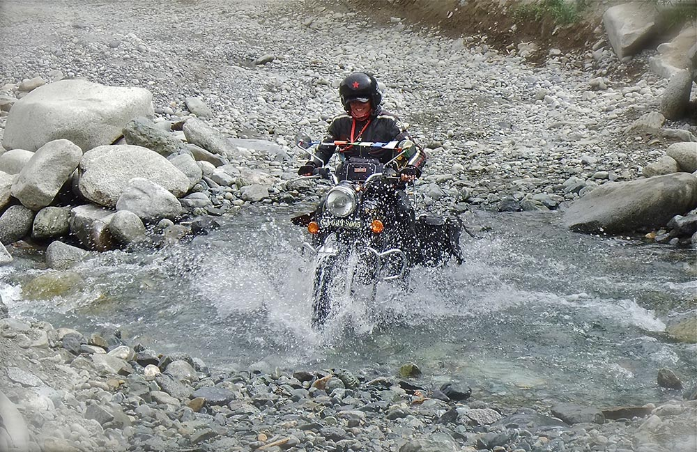 crossing a stream in the Shakti Valley (Leh)